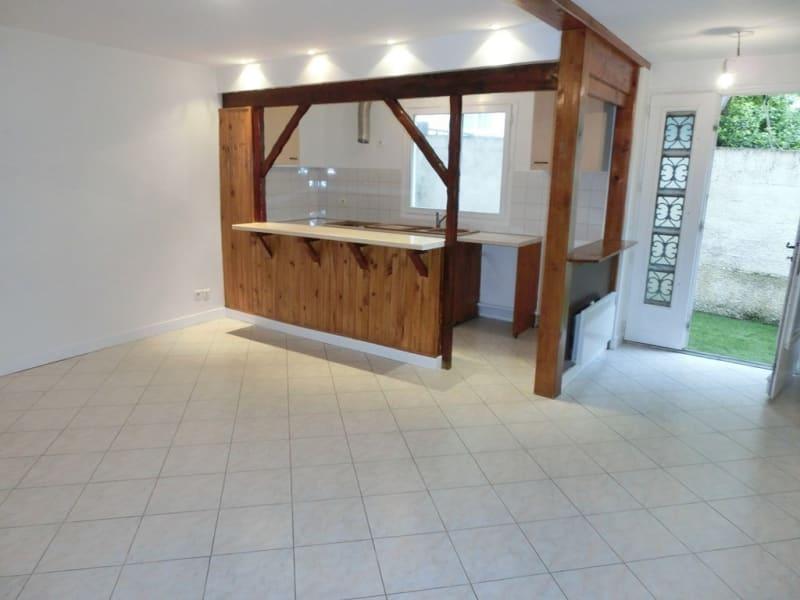 Rental apartment Carrieres sous poissy 770€ CC - Picture 1