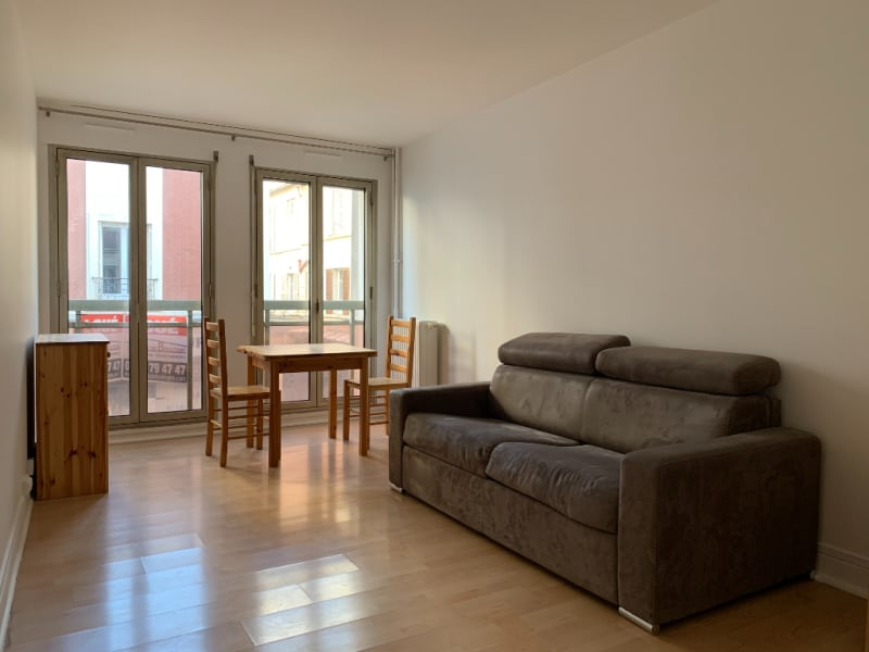 Location appartement Paris 15ème 890€ CC - Photo 1
