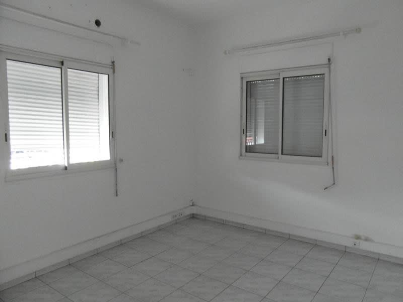 Location local commercial St denis 1200€ HC - Photo 3