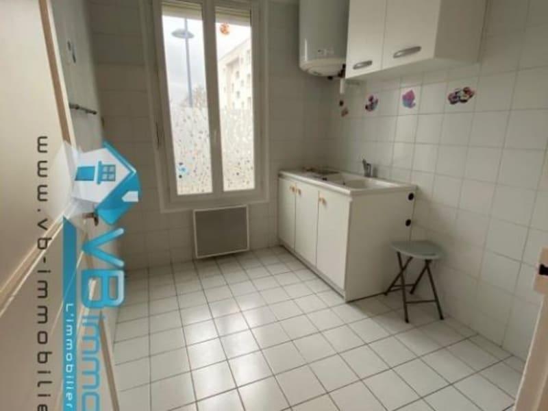 Rental apartment Saint maur des fosses 935€ CC - Picture 2