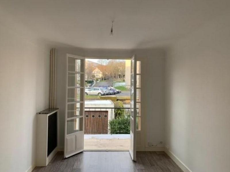 Location appartement Rueil malmaison 1090€ CC - Photo 2