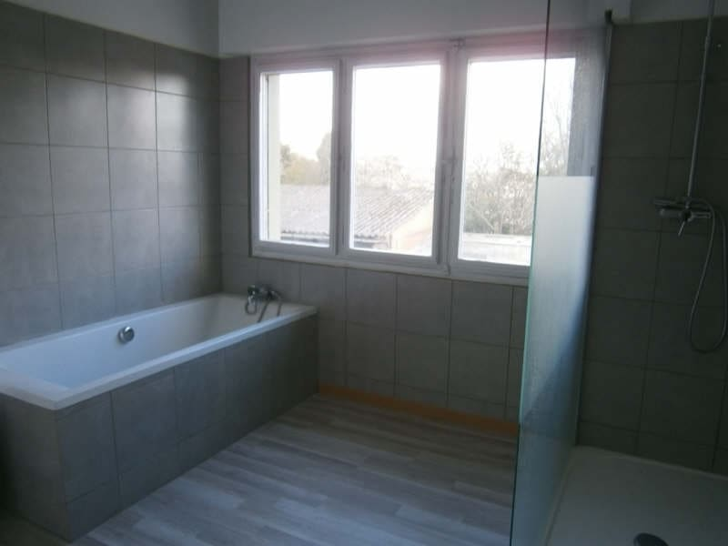 Location maison / villa Carbon blanc 410€ CC - Photo 4