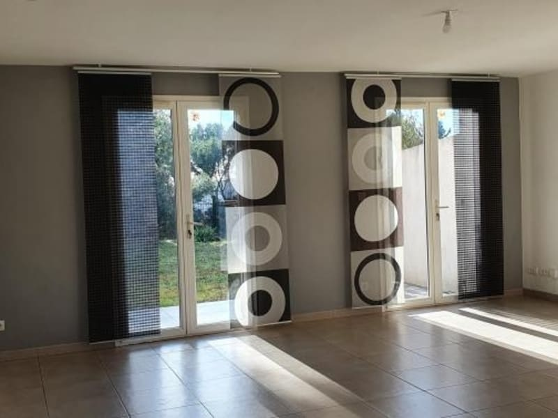 Location maison / villa Salon de provence 1077€ CC - Photo 2
