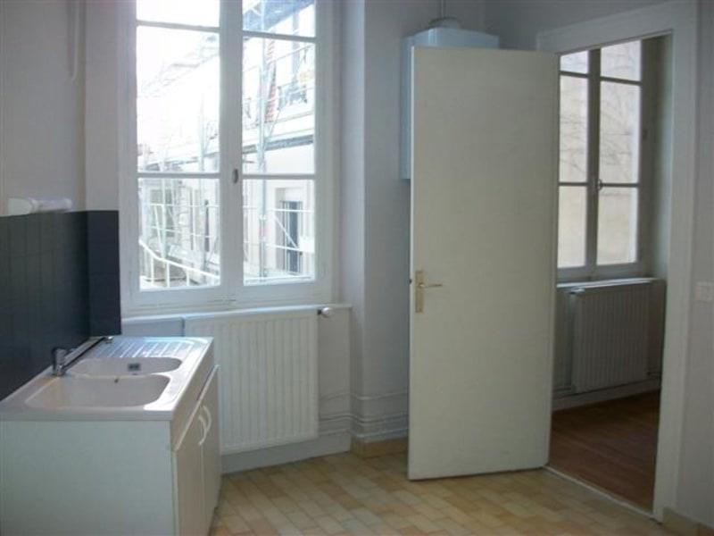 Location appartement Lyon 7ème 812€ CC - Photo 2