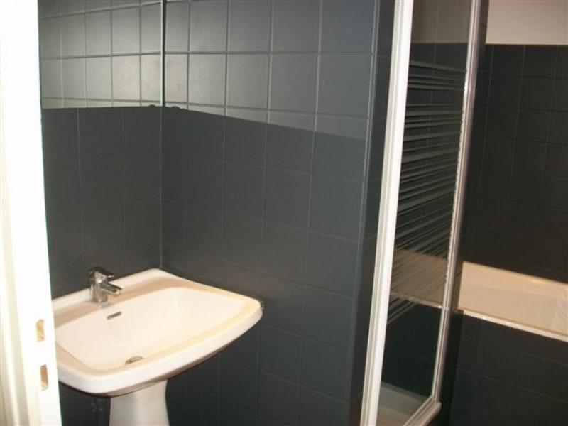 Location appartement Lyon 7ème 812€ CC - Photo 7