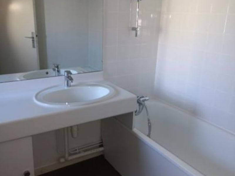 Location maison / villa St seurin de cursac 876€ CC - Photo 4