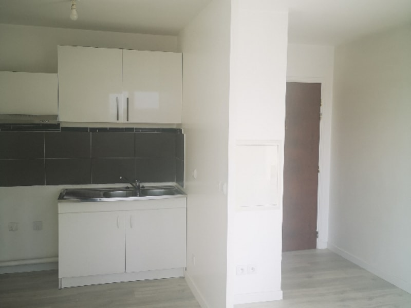 Location appartement Vigneux sur seine 770€ CC - Photo 2