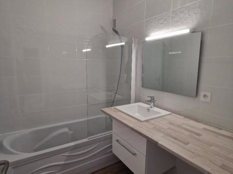 Location appartement Oyonnax 790€ CC - Photo 8