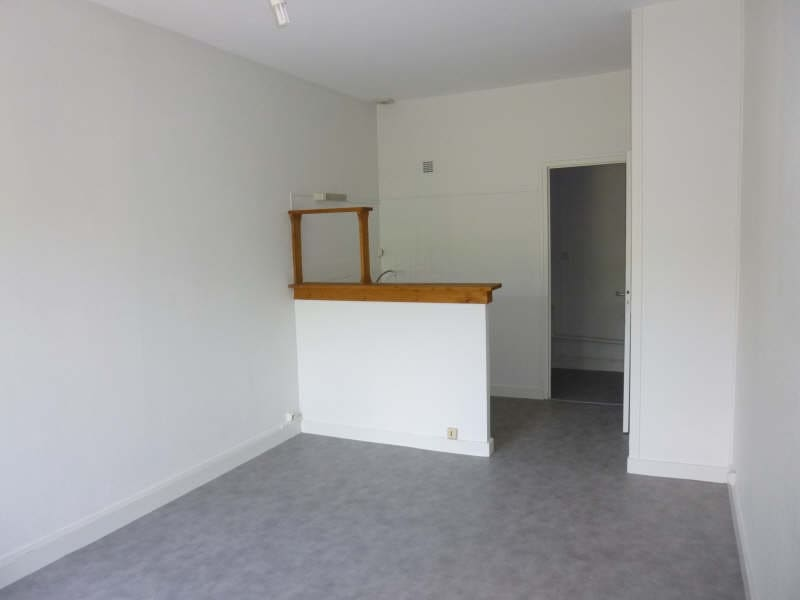 Location appartement Poitiers 311€ CC - Photo 2