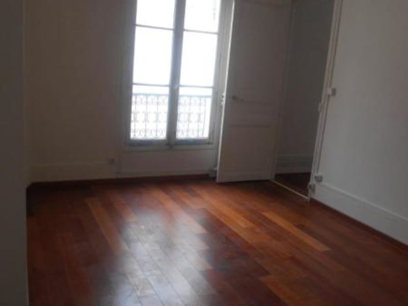 Location appartement Paris 10ème 1168€ CC - Photo 5