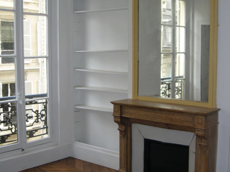 Rental apartment Paris 8ème 1 400€ CC - Picture 1