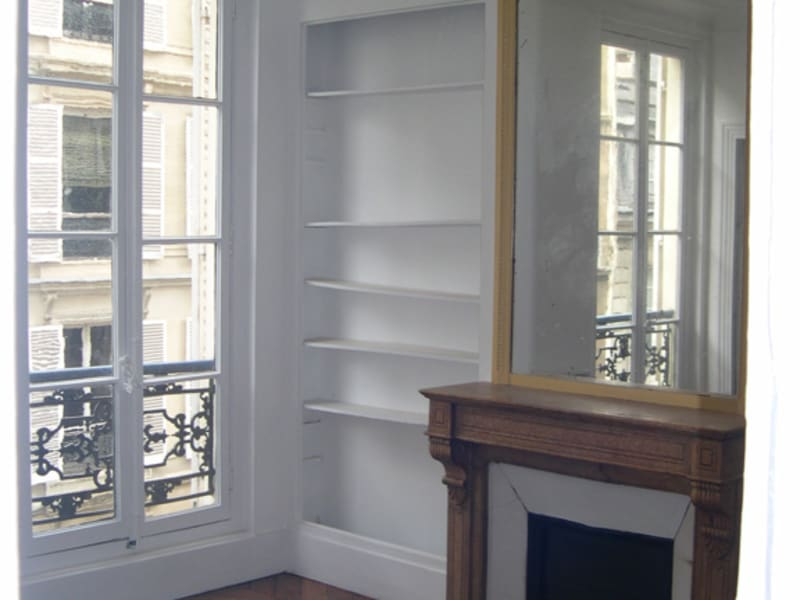 Rental apartment Paris 8ème 1 400€ CC - Picture 2