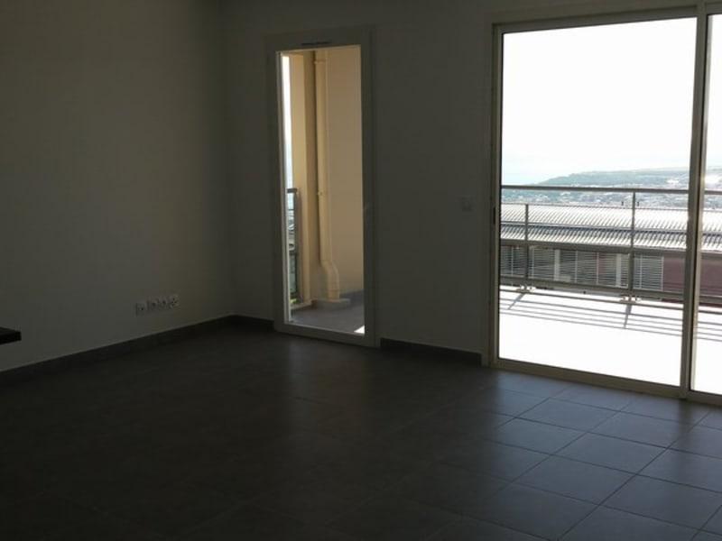 Location appartement St denis 825€ CC - Photo 2