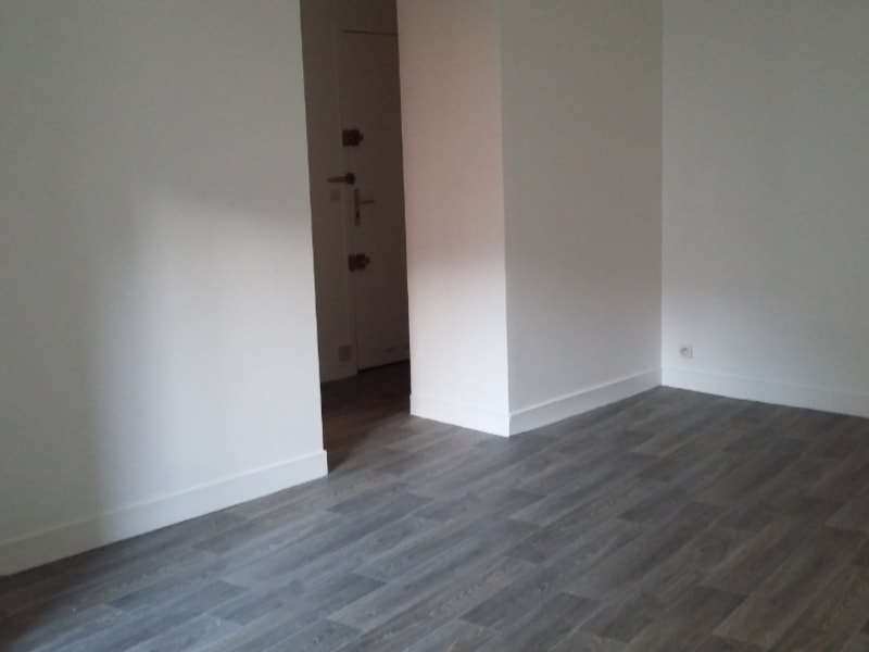 Location appartement Paris 7ème 760€ CC - Photo 2