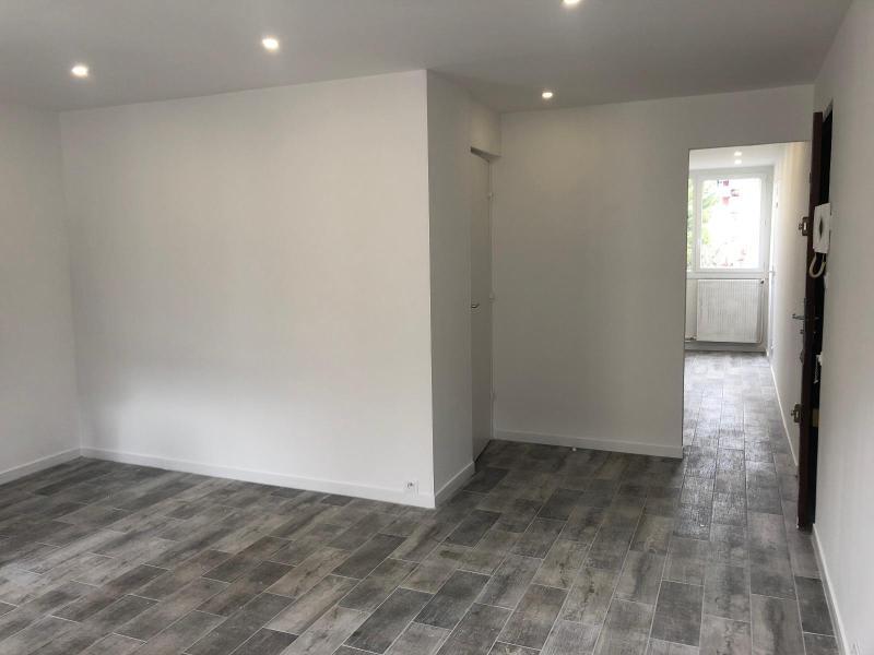 Rental apartment Aix en provence 755€ CC - Picture 2