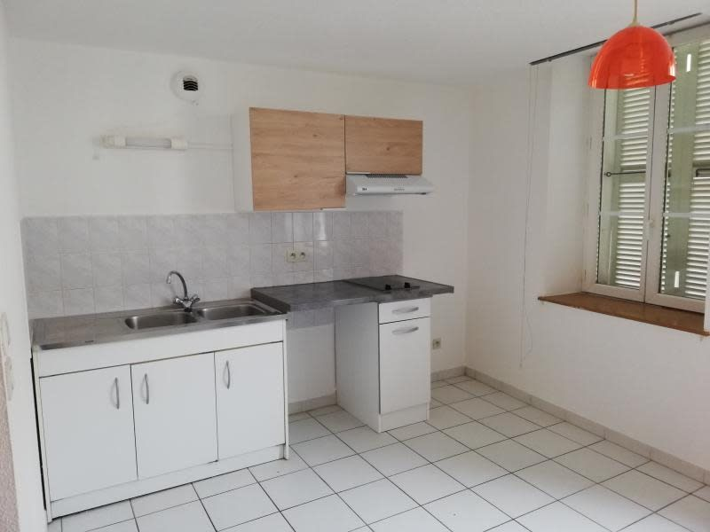 Location appartement Nantua 318€ CC - Photo 2
