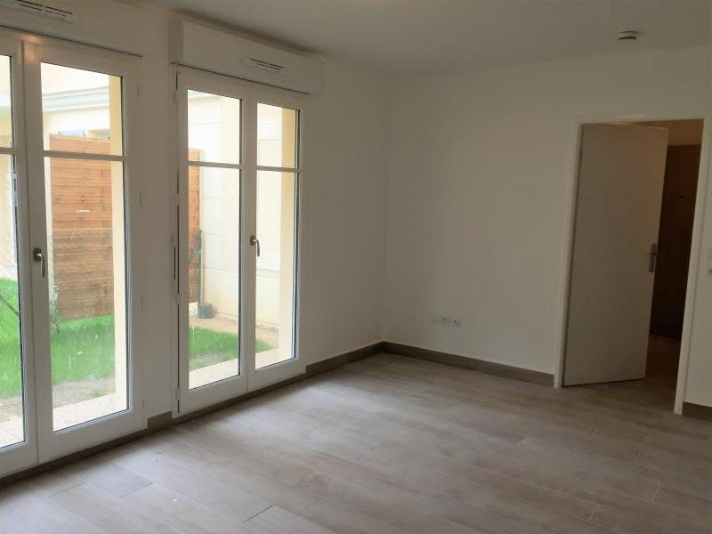 Rental apartment Buc 868€ CC - Picture 2