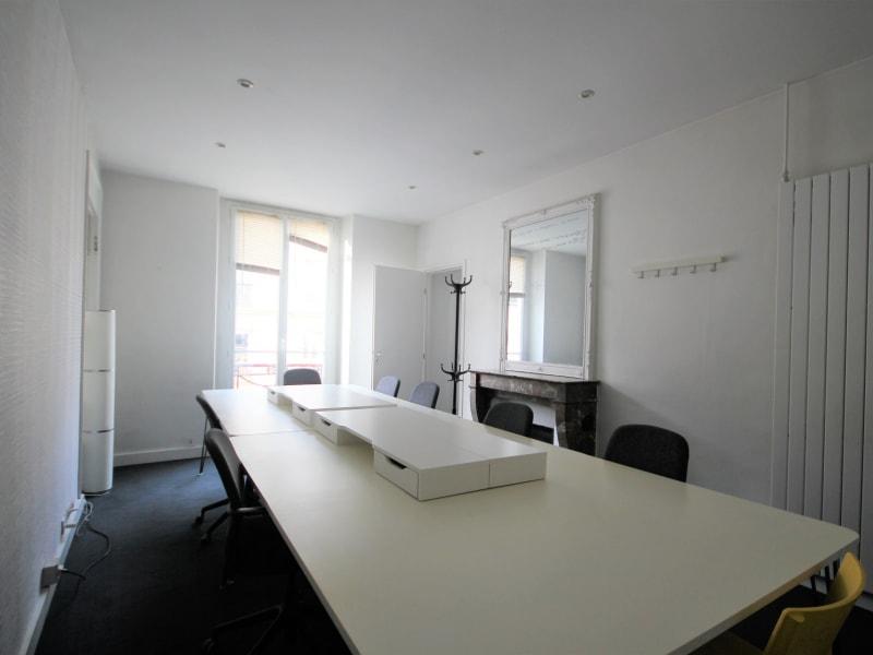 Rental office Paris 3ème 7000€ CC - Picture 5