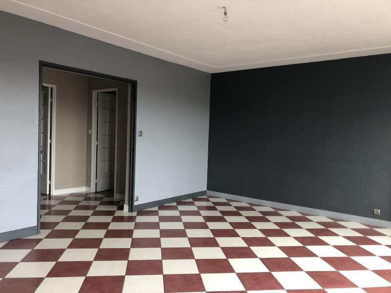 Sale apartment Donchery 81500€ - Picture 2