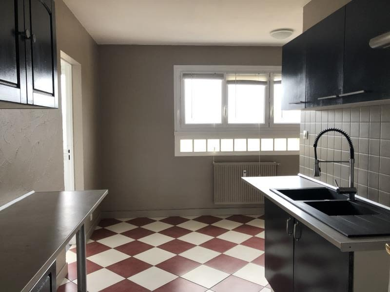 Sale apartment Donchery 81500€ - Picture 3