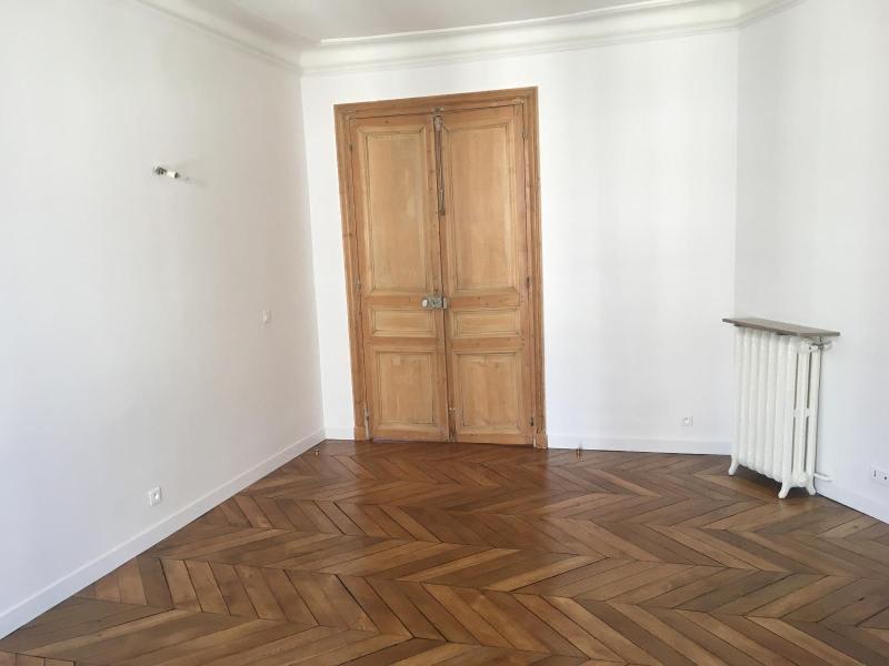 Location appartement Paris 9ème 1942,75€ CC - Photo 5