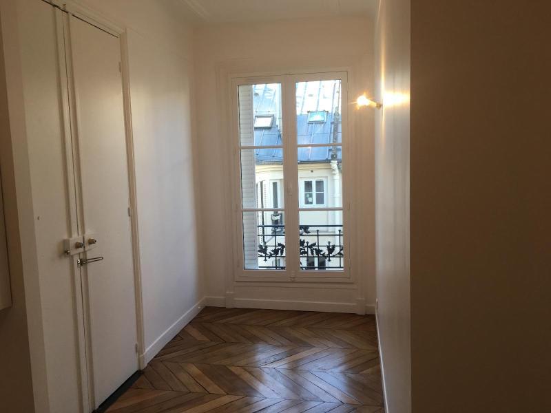 Location appartement Paris 9ème 1942,75€ CC - Photo 6