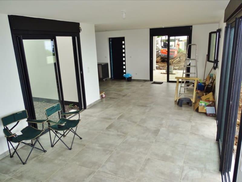 Rental house / villa Sainte clotilde 1204€ CC - Picture 1
