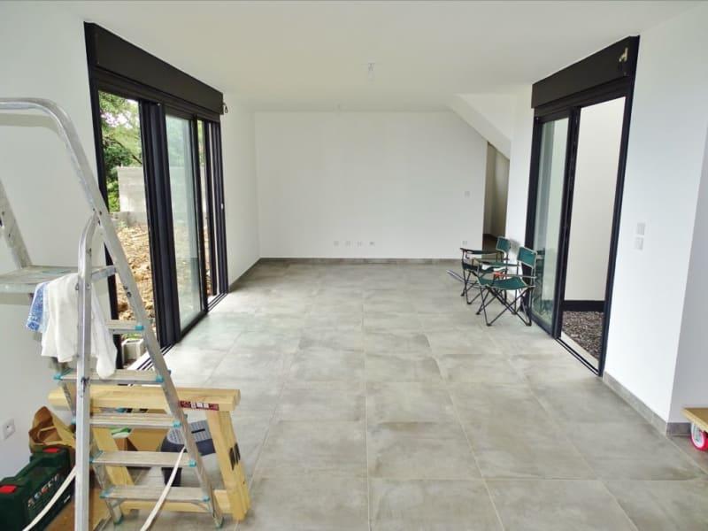 Rental house / villa Sainte clotilde 1204€ CC - Picture 2