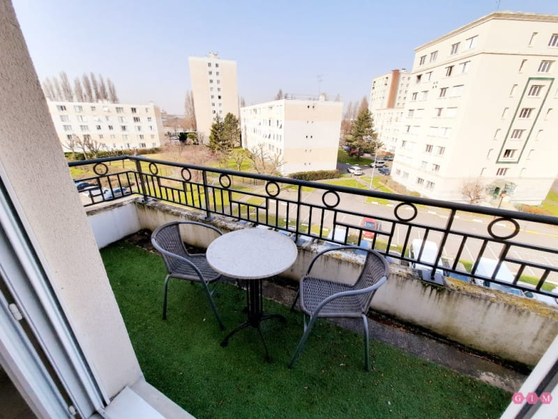 Rental apartment Poissy 811€ CC - Picture 1