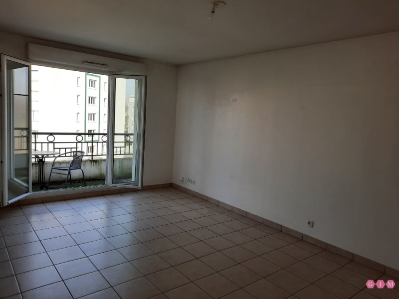 Rental apartment Poissy 811€ CC - Picture 2