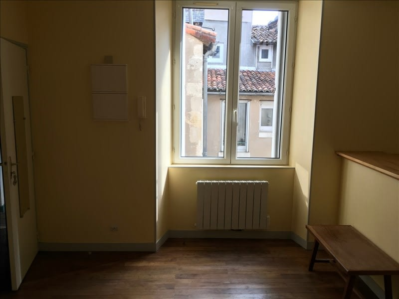 Location appartement Poitiers 317€ CC - Photo 3