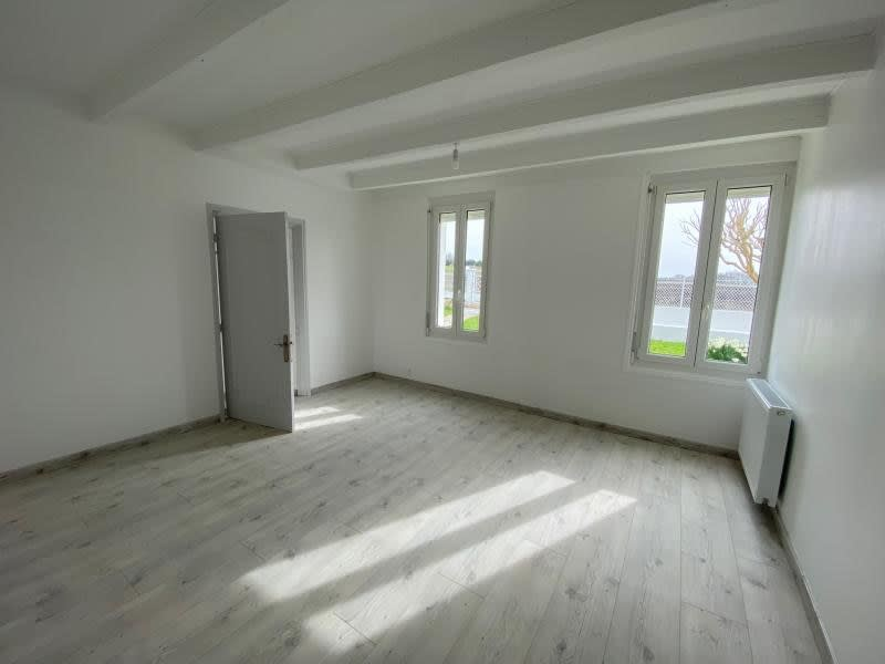 Location maison / villa St christophe des bardes 1 090€ CC - Photo 5