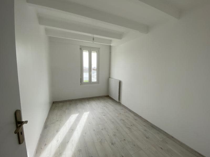 Location maison / villa St christophe des bardes 1 090€ CC - Photo 6