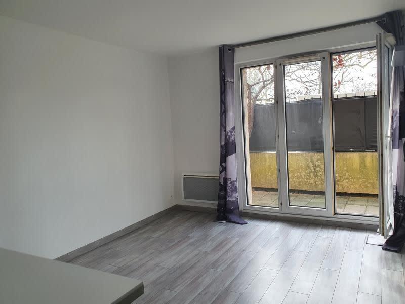 Rental apartment Noisy le grand 755€ CC - Picture 3