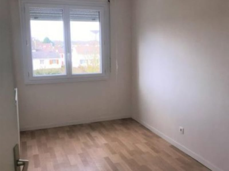 Rental apartment Montigny-le-bretonneux 1100€ CC - Picture 2
