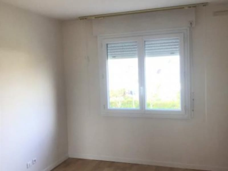 Rental apartment Montigny-le-bretonneux 1100€ CC - Picture 3