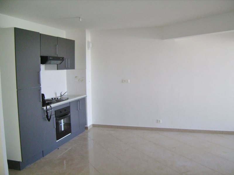 Rental apartment Saint denis 705€ CC - Picture 3