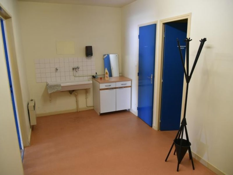 Location local commercial Arbent 2700€ HC - Photo 6
