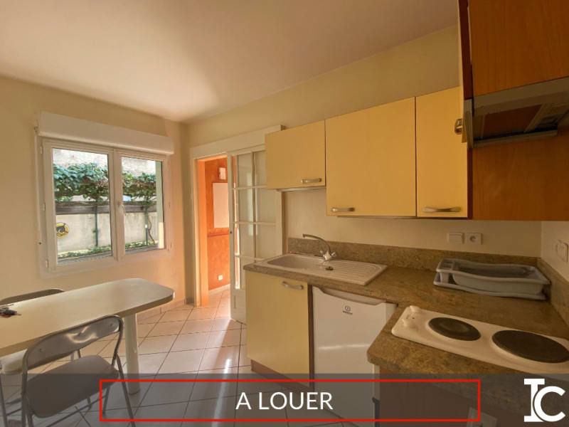 Rental apartment Voiron 332€ CC - Picture 1