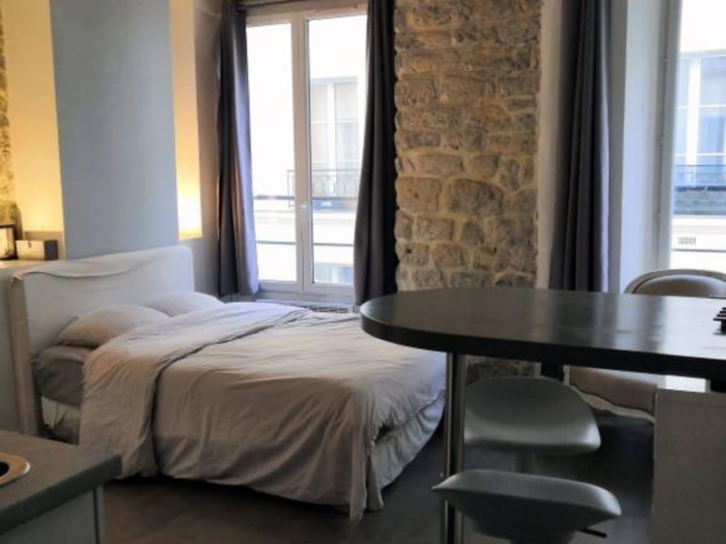 Rental apartment Paris 2ème 1100€ CC - Picture 1