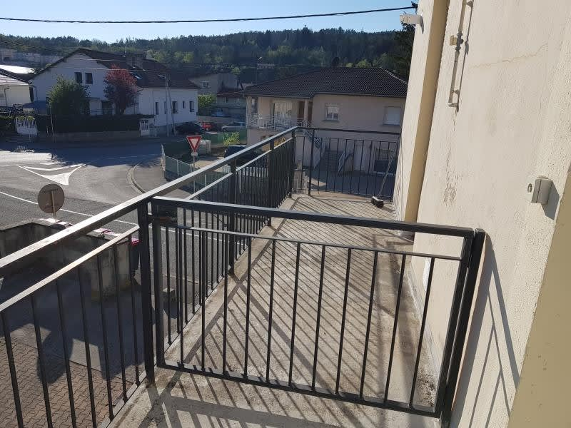 Rental apartment Oyonnax 404,50€ CC - Picture 1