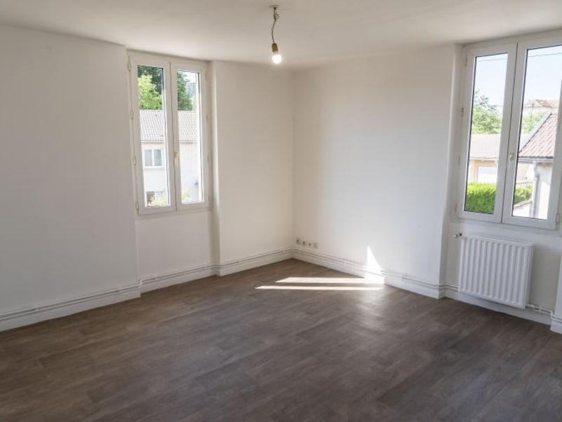 Location appartement Oyonnax 399,50€ CC - Photo 2