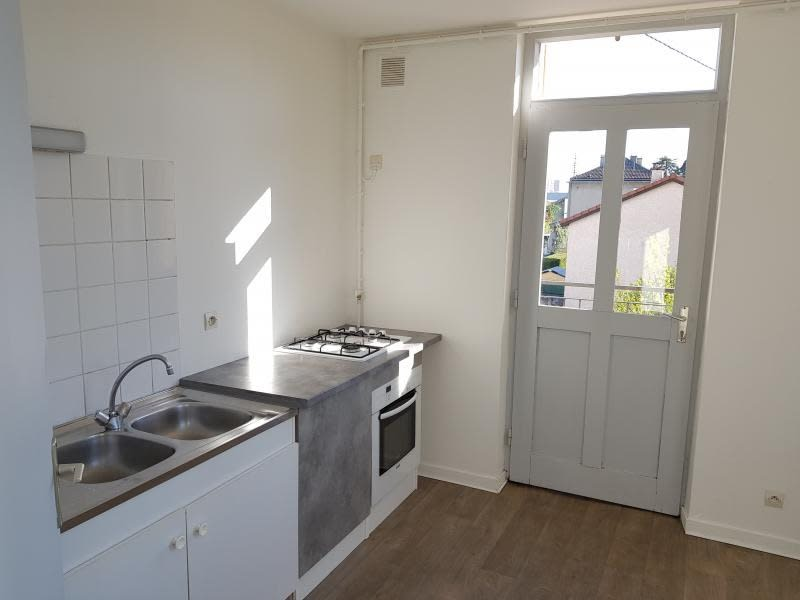 Rental apartment Oyonnax 404,50€ CC - Picture 4