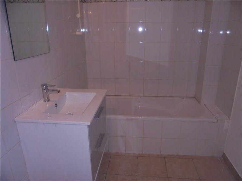Rental apartment Cluses 656€ CC - Picture 4