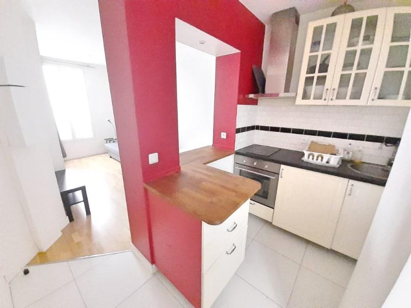 Sale apartment Paris 18ème 210000€ - Picture 2