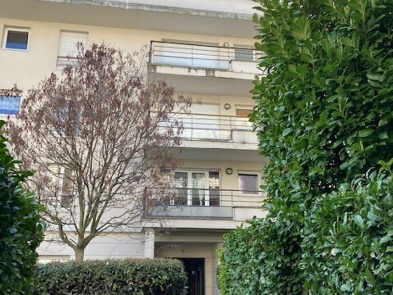 Rental apartment Courbevoie 1170€ CC - Picture 1