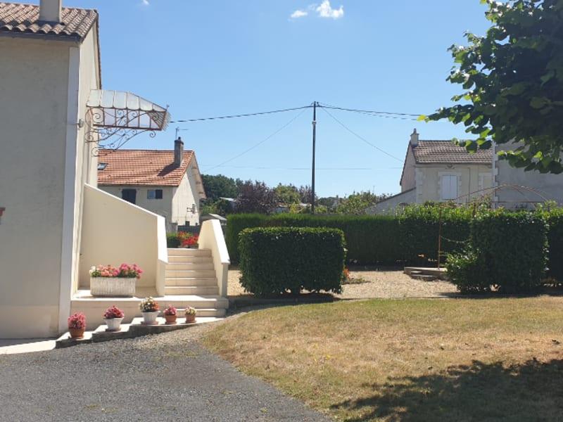 Sale house / villa Gencay 159000€ - Picture 1