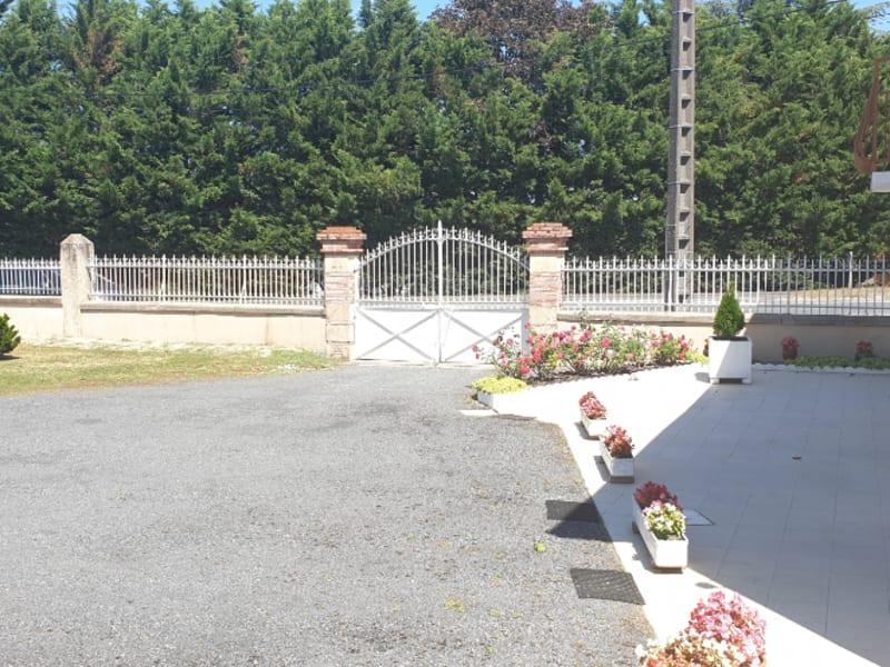 Sale house / villa Gencay 159000€ - Picture 2