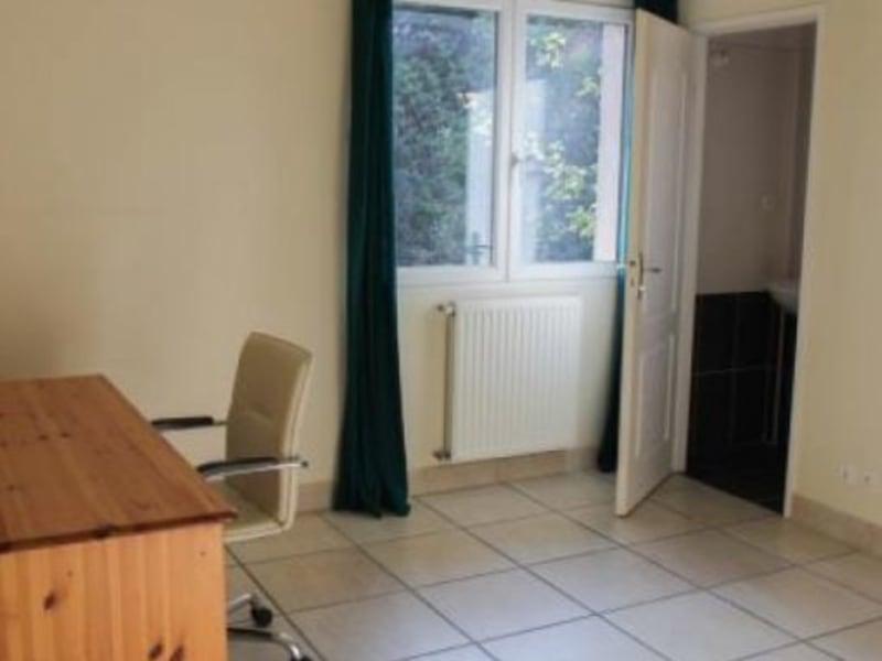Rental house / villa L isle jourdain 970€ CC - Picture 4