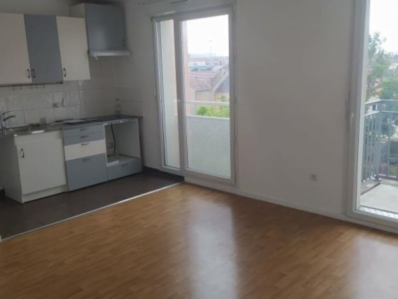 Rental apartment Athis mons 919,15€ CC - Picture 1